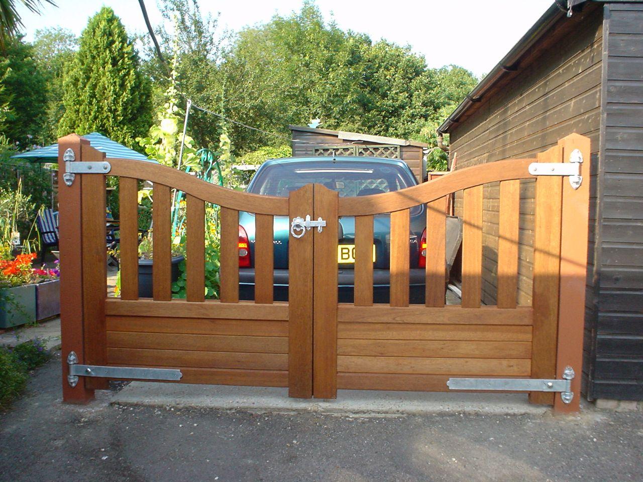 Wooden gates in Surrey | Wooden Garage Doors in Surrey | Driveway Gates in Surrey